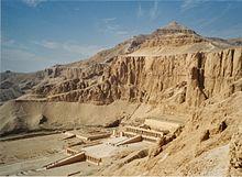 220px Tempel Der Hatschepsut (Deir El Bahari)